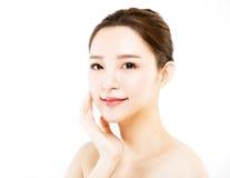 Framsida för ung kvinna för Closeup som isoleras på vit royaltyfria foton