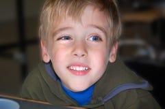 Framsida för ung pojke för stående uttrycksfull arkivbilder