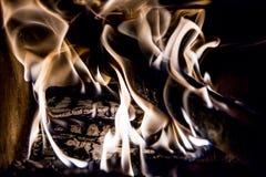 Framsida i flammor arkivbilder