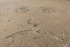 Framsida som snidas i sand arkivbilder