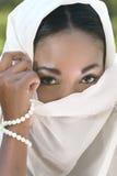 framsidamuslim skyler kvinnan Royaltyfria Bilder
