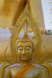 Framsidan av Buddha på Wat Phra That Doi Kham Chiang Mai, Thailand Fotografering för Bildbyråer
