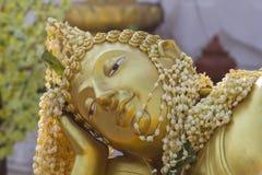 Framsidan av Buddha på Wat Phra That Doi Kham Chiang Mai, Thailand Royaltyfri Bild