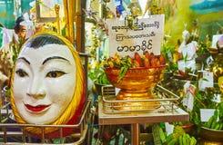 Framsidan av den Nat anden, Sule Paya, Yangon, Myanmar arkivfoto