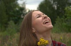 Framsidan av en flicka som skrattar Royaltyfri Fotografi