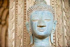 Framsidan av en forntida Buddhastaty lokaliserade förutom den Hor Phra Keo templet i Vientiane, Laos fotografering för bildbyråer