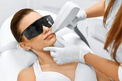 Framsidaomsorg Ansikts- laser-hårborttagning epilation Slät hud Royaltyfria Bilder