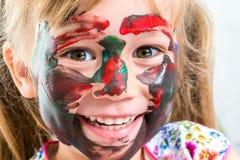 Framsidaskott av flickan med den målade framsidan Royaltyfri Foto