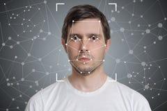 Framsidaupptäckt och erkännande av mannen Datorvision och begrepp för konstgjord intelligens Arkivfoton