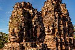 Framsidor av den Bayon templet i Cambodja arkivfoto