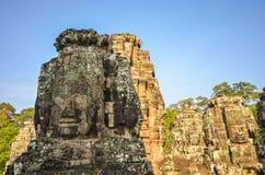 Framsidor i den Bayon templet royaltyfri fotografi