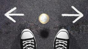 Framställning av ett beslut eller av en myntbläddring? Royaltyfria Foton