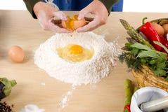 framställning av pasta Royaltyfri Fotografi