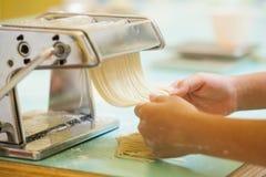 Framställning av pasta Royaltyfri Bild