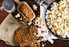 Framställning av popcorn royaltyfri fotografi
