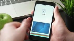 Framställning av säker online-betalning genom att använda smartphonen stock video