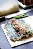 framställning av sushi Royaltyfria Bilder