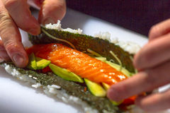framställning av sushi Arkivbild