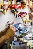 Framställning av venetian maskeringar Fotografering för Bildbyråer
