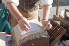 Framställning handcraft papper Arkivbild