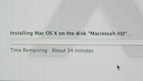 Framstegstång som installerar Apple MacOS på iMac datorer stock video
