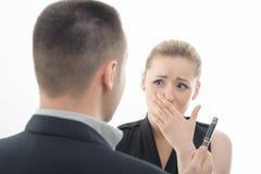 Framstickande som är ilsket på anställd, bakifrån Royaltyfria Bilder