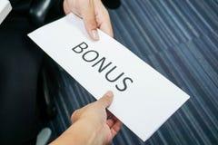 Framstickandet ger bonusen till anställd Royaltyfri Foto