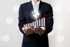 Framtid av den finansiella affärsidéen, affärsman med finanssymboler Arkivfoton
