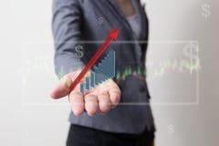 Framtid av den finansiella affärsidéen, affärsman med finanssymboler Royaltyfria Bilder