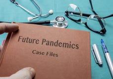 Framtida pandemier för doktor Holds Book On i ett sjukhus fotografering för bildbyråer