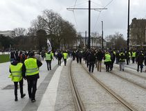 França, Nantes - 9 de fevereiro de 2019: Ação do protesto 'das vestes amarelas no Allée du Porto Maillard imagem de stock royalty free