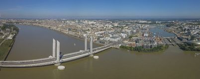 França, Aquitaine, Gironda, Bordéus Bastide Bridge Jacques Chaban Delmas imagem de stock royalty free