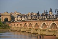 França, Bordéus, 33, ponte de Pierre e igreja do Saint Michel Foto de Stock