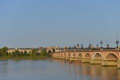 França, Bordéus, 33, ponte de Pierre e igreja do Saint Michel Imagens de Stock Royalty Free