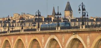 França, Bordéus, 33, ponte de Pierre e igreja do Saint Michel Imagem de Stock
