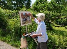 França/Giverny: Artista no trabalho em Rue Claude Monet Fotografia de Stock Royalty Free
