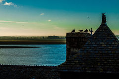 França. Normandy. Mont Saint-Michel. Telhados Imagens de Stock Royalty Free
