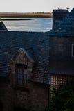 França. Normandy. Mont Saint-Michel. Telhados Foto de Stock Royalty Free