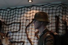 França, Normandy, o 6 de junho de 2011 - manequim de um soldado alemão que opusesse a aterrissagem aliada em Normandy Fotografia de Stock