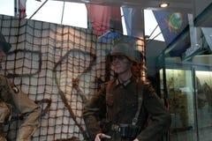 França, Normandy, o 6 de junho de 2011 - manequim de um soldado alemão que opusesse a aterrissagem aliada em Normandy Fotos de Stock Royalty Free