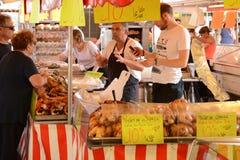 França, o mercado pitoresco de Versalhes Fotografia de Stock Royalty Free