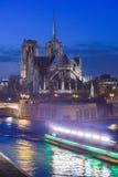 França, Paris, Notre iluminado Dame de Paris Fotografia de Stock