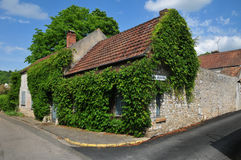 França, a vila pitoresca de Moisson Fotografia de Stock Royalty Free