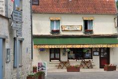 França, a vila pitoresca de Moisson Imagens de Stock Royalty Free