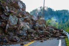 Frana di roccia chiusa della strada principale avanti fotografie stock libere da diritti