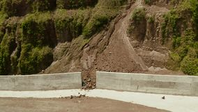 Frana nelle montagne Camiguin, Filippine archivi video