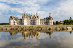 france Castelo real de Chambord, refletido na água do rio Foto de Stock Royalty Free