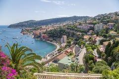 france Cidade do Villefranche-sur-Mer e a baía de Villefranche Imagem de Stock Royalty Free