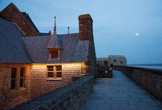 france Mont Saint-Michel i vintern Arkivfoton