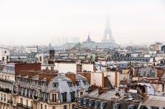 france paris Flyg- sikt av historiska byggnader med Eiffeltorn Royaltyfri Foto
